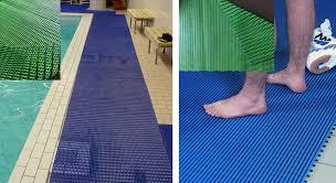 Cách chọn thảm chùi chân bể bơi hiệu quả và an toàn
